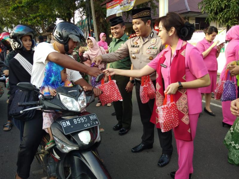 Polresta Pangkalpinang dan Kodim/0413 Bangka Bagaikan Paket Takjil Gratis