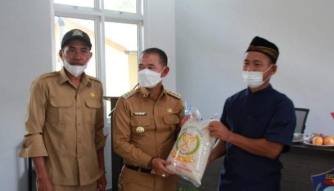 Kelompok Tani Desa Pemali Dapat Bantuan Dari Bupati Bangka
