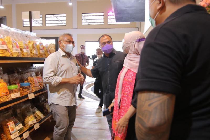 Gubernur Erzaldi dan Istri Apresiasi Wadah Penyaji Produk UMKM Melegenda Babel