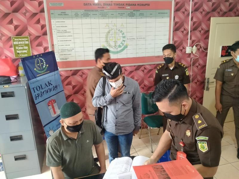 Kejari Pangkalpinang Menerima Penyerahan Tiga Tersangka dan Barang Bukti Perkara Gindak Pidana Korupsi Pemberian Fasilitas Kredit Kepada 47 Debitur  Kantor Cabang BRI