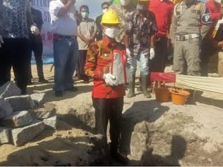 Bupati Bangka  Meletakkan Batu Pertama Pembangunan Cold Storage PT. BPM, Agar Mutu Udang Terjamin