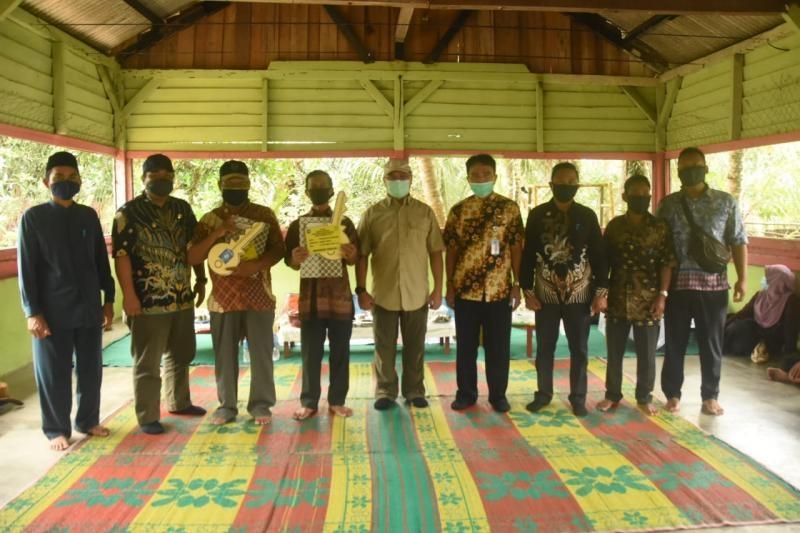 Warga Desa Lubuk Laut Terima Bantuan Rumah Layak Huni