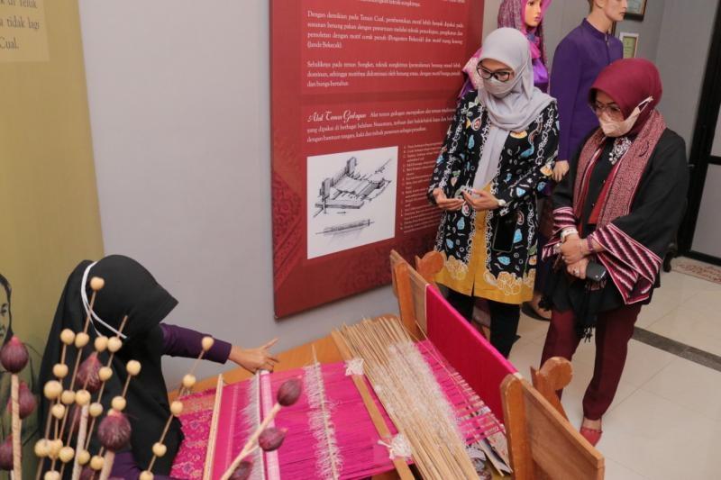 Ibu Melati Kenalkan Cual Pada Isteri Menteri Desa dan Pembangunan Desa Tertinggal RI