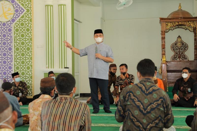 Gubernur Erzaldi Ajak Masyarakat Desa Penutuk Raih Keberkahan dengan Memakmurkan Masjid