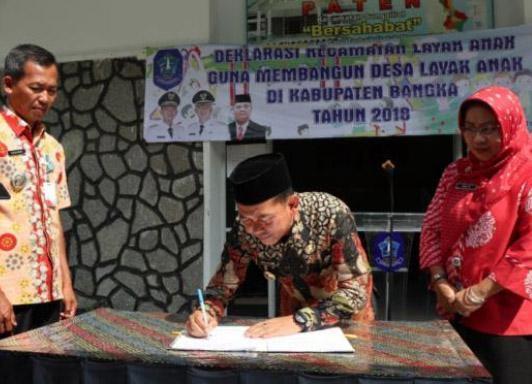 Mulkan Tandatangani Deklarasi Bangka Kabupaten Layak Anak