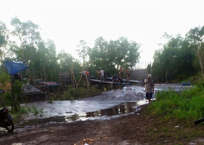 TI Rajuk Semut di Pinggiran Aliran Sungai Pilang Terkesan Kebal Hukum