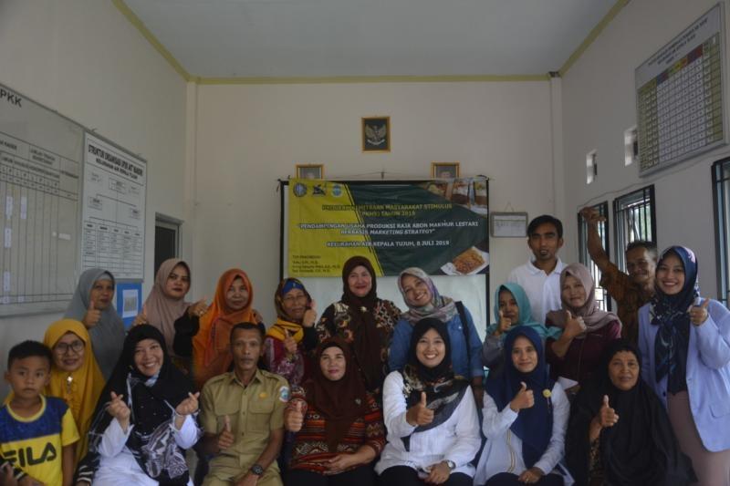Dosen UBB Bekali Marketing Strategy ke Ibu-ibu Kelurahan Air Kepala Tujuh