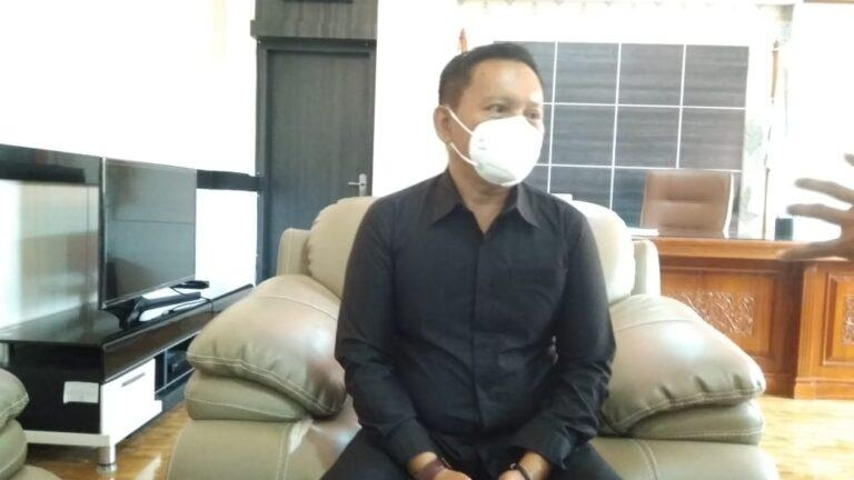 Herman Suhadi Meminta Biro Pemerintahan Setda Provinsi Babel Untuk Menelusuri Penyebab Belum Keluarkannya SK Junaidi Foe
