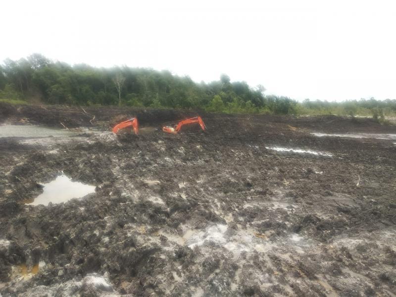 Excavator  Beroperasi di Dusun Tirus Desa Riau, Diduga Ada Oknum yang Bermain