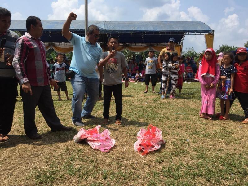 Ribuan Warga Kelapa Meriahkan Lomba Jerit Merdeka bersama Azwari Helmi