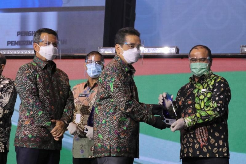 Gubernur Erzaldi Terima Penghargaan Pemda Terbaik Melindungi Konsumen