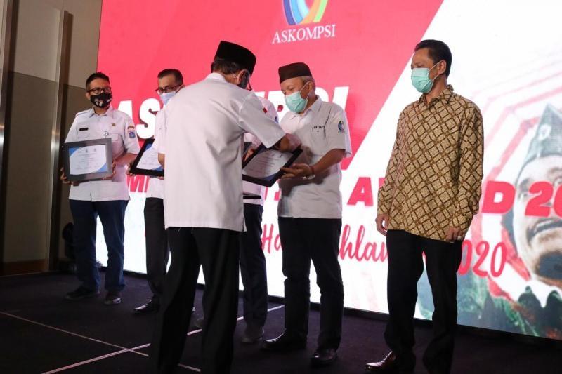 Gubernur Erzaldi Rosman Mendapat Penghargaan Communication Award 2020