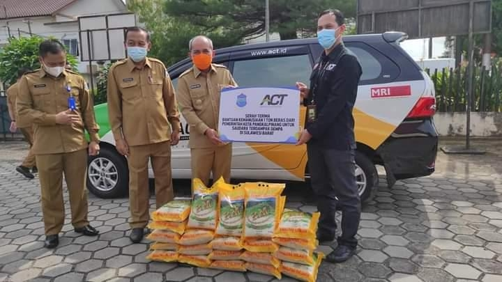WaliKota Pangkalpinang Menyerahkan Bantuan Beras Sebanyak Satu Ton