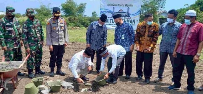 Walikota Meletakkan Batu Pertama Masjid Baitul Rahman Kelurahan Air Mawar