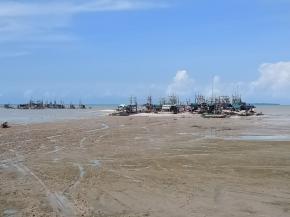Pantai sampur di Hajar Penambang Timah Ilegal