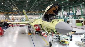Menteri Pertahanan Prabowo Subianto Kunjungi Pabrik Korea Aerospace Industries (KAI) di Sacheon, Provinsi Gyeongsang, Korea Selatan