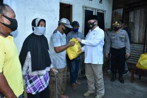 Gubernur Erzaldi Beserta Kapolda Babel Antarkan Langsung Sembako ke Rumah Warga