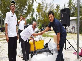 KUB Nelayan di Bangka Terima Bantuan Sarana Penangkapan Ikan