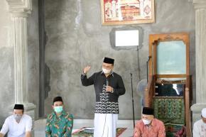 Jadi Khatib Jumat, Gubernur Sampaikan Hikmah dalam Ibadah Qurban