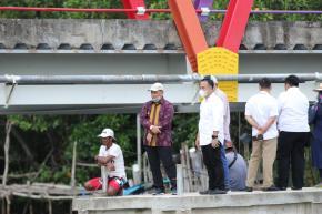 Aksi Cepat Gubernur Bantu Para Nelayan Desa Air Saga