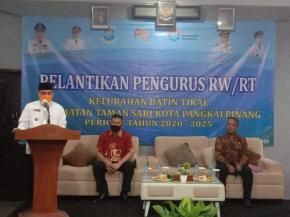 Walikota Melantik RT/RW Kelurahan Batin Tikal di Hotel