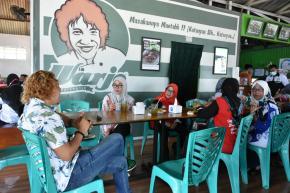 Momen Makan Siang Jadi Ajang Tukar Pikiran Ibu Melati dan Manajemen Warjo