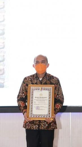 Wali Kota Terima Pin Emas Dan Piagam Penghargaan Kapolri