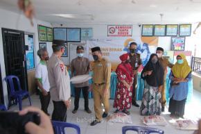 Pastikan Pendistribusian Bantuan Beras PPKM _Door to Door_ , Gubernur Turun ke Lontong Pancur