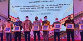 Molen Terima Penghargaan dari BKN