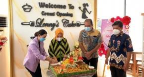 Radmida Dawam menghadiri Grand Opening Lennys Cake