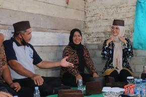 Ketua Dekranasda Melati Erzaldi Lirik Potensi Kerajinan Resam Desa Sengir