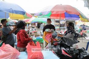 Bahagia Pedagang Saat Gubernur Berbagi Rezeki Borong Dagangan