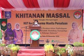 Peringati HUT Dharma Wanita Persatuan ke-21 Dengan Bakti Sosial Khitan Massal