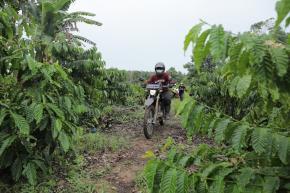 Aksi Gubernur Tunggangi Motor Trail Temui Masyarakat Petani