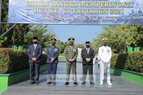 Jelang HUT TNI Ke-76, Gubernur Erzaldi Ziarah ke TMP Pawitralaya