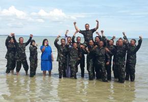 Rayakan Kenaikan Pangkat, 15 Prajurit AL Diceburin ke Laut