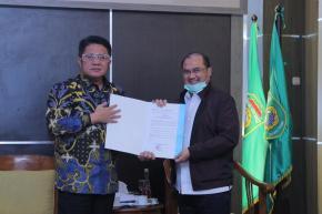 Gubernur Erzaldi Menerima SK Penunjukan Ketua DMDI Babel