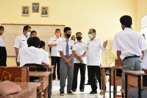 Gubernur Erzaldi Minta SMK 1 Muntok Siapkan Makalah Perubahan Pola Pembelajaran Siswa