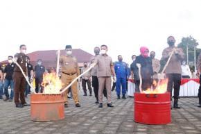 Ketua DPRD Bangka Belitung, Herman Suhadi Hadiri serta Musnahkan Barang Bukti Narkotika dan Miras