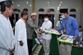 Wagub Abdul Fatah Serahkan Bantuan Untuk Tiga Desa di Simpang Katis