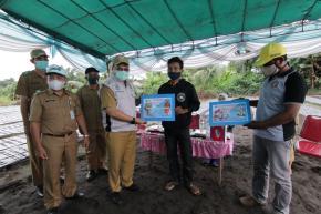Gubernur Erzaldi Sampaikan Bantuan Bagi Petani Bangka Tengah