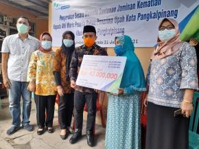 Walikota Pangkalpinang Serahkan Bantuan dari BPJS Tenaga Kerja Kepada Korban Pesawat Sriwijaya Sj 182