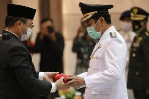 Gubernur Erzaldi Lantik Bupati Bangka Tengah Sisa Masa Jabatan Tahun 2016-2021