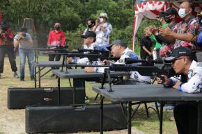 Rayakan HUT Brimob ke-75, Gubernur Erzaldi Ikuti Lomba Menembak
