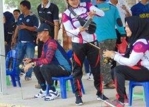 Istri Mulkan Ciptakan Strike Pertama di Lomba Mancing Bupati Cup