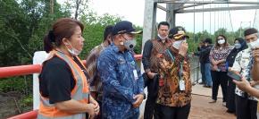 Bupati Mulkan Hadiri Peresmian Jembatan Gantung Penghubung Desa Labuh Air Pandan - Kota Kapur