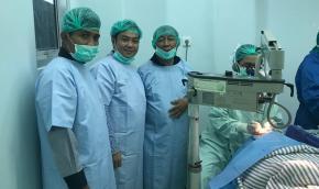 Alexander Semangati Pasien Operasi Katarak Gratis