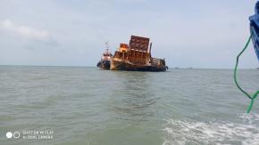 Tongkang Bermuatan Pasir Kandas diwilayah Gusung Karang Aji