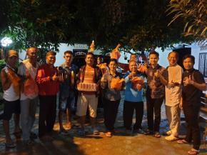 Rudianto Tjen dan Rina Tarol Bagi-bagi Paket Idul Fitri ke Masyarakat Basel